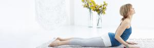 yoga voor beginners - leer yoga stap voor stap - vrouw in yogahouding op de vloer
